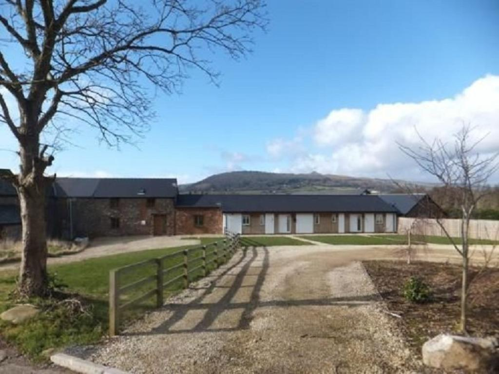 5 Bedrooms Cottage House for sale in Ross Road, Abergavenny, Monmouthshire. NP7 8NG