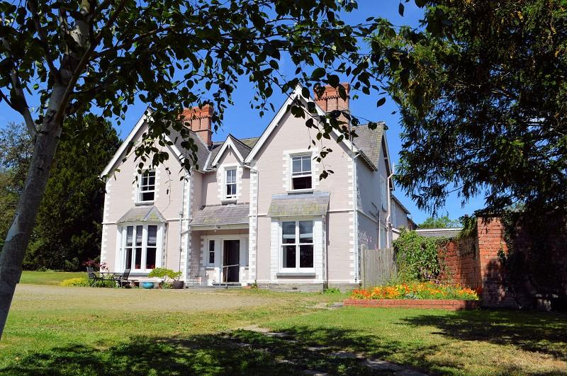 7 Bedrooms Country House Character Property for sale in Glanhelyg , Llechryd, Cardigan, Ceredigion. SA43