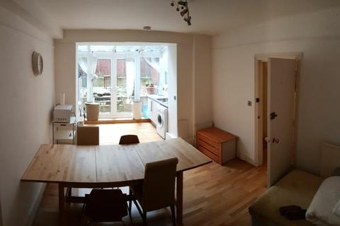 3 bedroom flat to rent - Hunter Street, Russell Square, London, WC1N 1BD