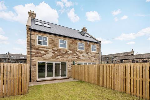 4 bedroom semi-detached house for sale - Kirk Green, Yeadon, Leeds, LS19 7GU