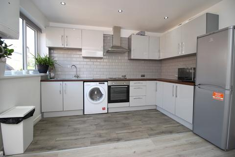 2 bedroom townhouse to rent - 20 Park View Grove, Burley, Two Bed, Leeds