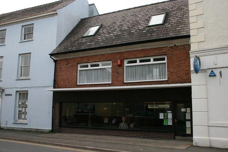 4 Bedrooms Terraced House for sale in Menswear, Llandovery, Carmarthenshire.