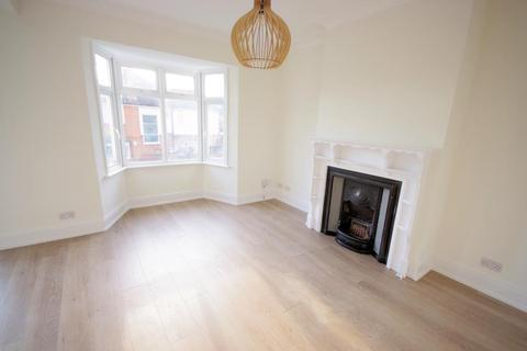 2 bedroom flat for sale - HOLDENHURST AVENUE, NORTH FINCHLEY, N12