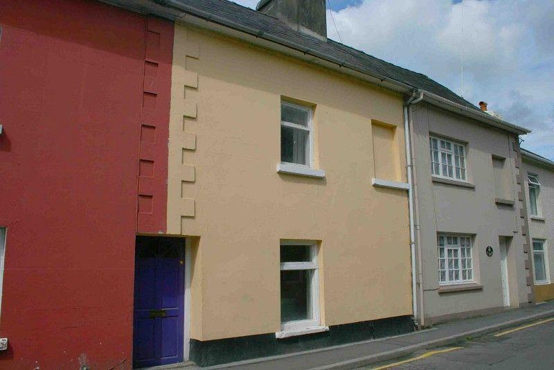 2 Bedrooms Terraced House for sale in Stone Street, Llandovery, Carmarthenshire.