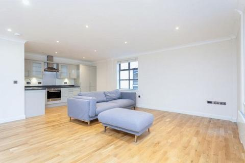 2 bedroom apartment to rent - A particularly spacious and furnished two bedroom apartment with parking close to the City Centre.