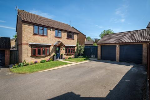 4 bedroom detached house for sale - Hazel Crescent, Towcester