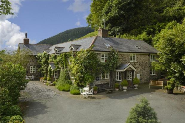 3 Bedrooms Detached House for sale in Garth Gell, Llanfyllin, Powys