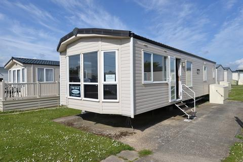 2 bedroom property for sale - Christchurch Road, Barton On Sea, New Milton
