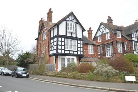 Studio to rent - Pevensey Road, St Leonards On-sea, East Sussex, TN38 0LS