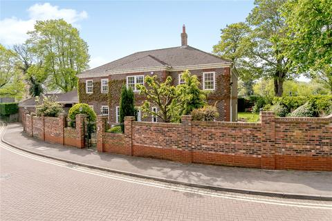 5 bedroom detached house for sale - Chessingham Gardens, York, YO24