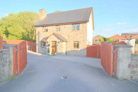4 bedroom detached house for sale - New Road, Whitecroft