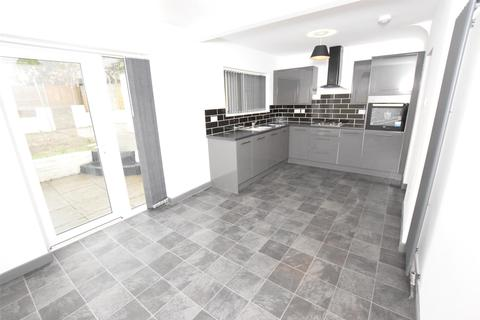 3 bedroom semi-detached house to rent - Bishport Avenue, Hartcliffe, Bristol, BS13