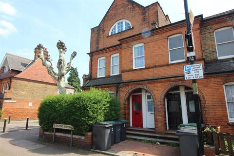 2 bedroom maisonette for sale - Gladstone Avenue, London