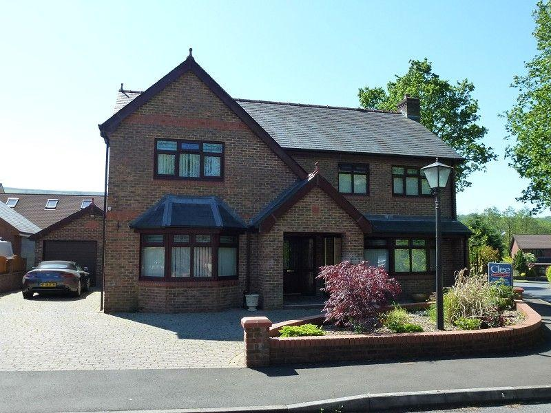 4 Bedrooms Detached House for sale in Oak Tree Close, Ammanford, Carmarthenshire.
