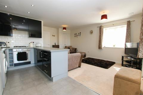 2 bedroom flat for sale - Poole Close, Aylesbury