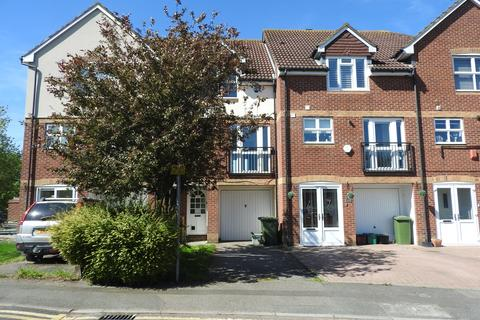 3 bedroom terraced house to rent - Byron Drive, Erith