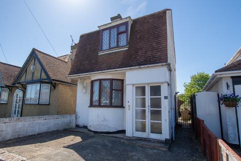 2 bedroom detached house for sale - Greenhill Gardens, Herne Bay, CT6