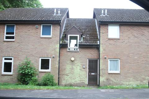 Studio to rent - Woolwich Close SO31