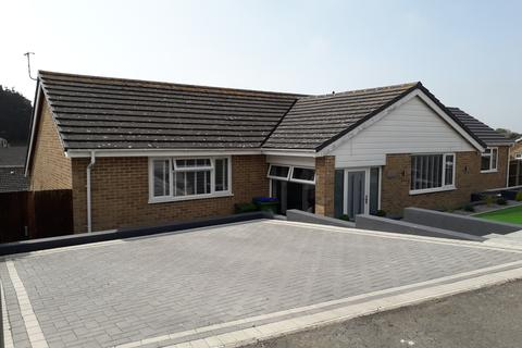 2 bedroom semi-detached bungalow to rent - Churchill Road, Seaford BN25