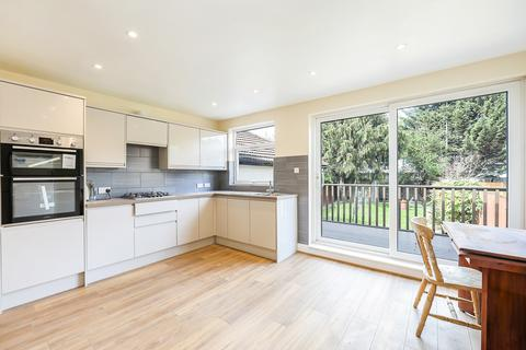 4 bedroom house to rent - Crest Road, London, NW2