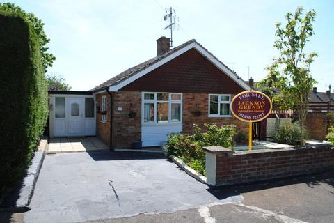 3 bedroom detached bungalow for sale - Cottages Close, Kingsthorpe, Northampton NN2 8QN