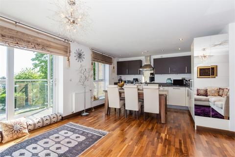 2 bedroom flat for sale - Brecon Lodge, 2 Wintergreen Boulevard, West Drayton, Middlesex