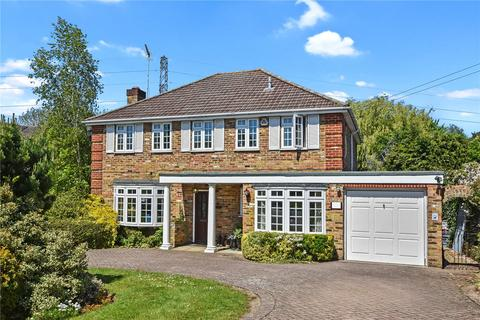 4 bedroom detached house to rent - Heathside Road, Moor Park, Northwood, Middlesex, HA6