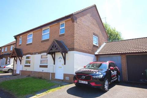 3 bedroom semi-detached house to rent - Emerson Valley - A well presented 3 bedroom semi with GARAGE and CONSERVATORY