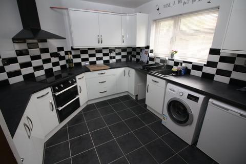 3 bedroom house to rent - Queen Margarets Road, ,