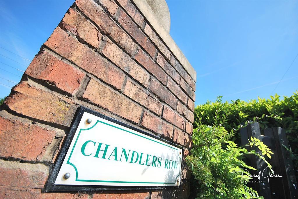 11 Chandlers Row External (6).JPG