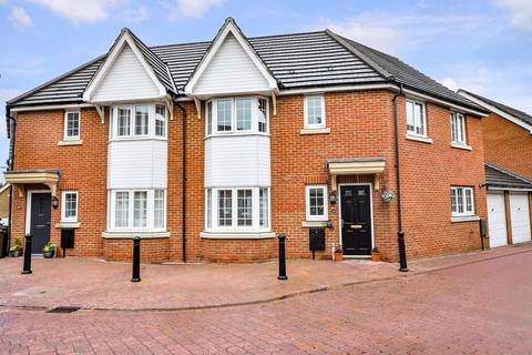 3 bedroom semi-detached house for sale - Baden Powell Close, Great Baddow, Chelmsford, CM2