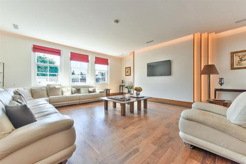 3 bedroom flat for sale - Green Street, Mayfair