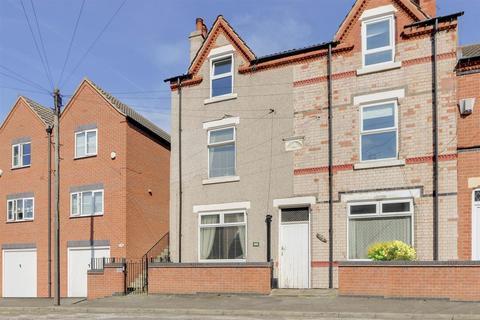 4 bedroom end of terrace house for sale - Charles Street, Hucknall, Nottinghamshire, NG15 7FN