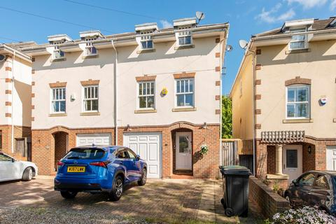 5 bedroom semi-detached house for sale - Palmerston Road, IG9