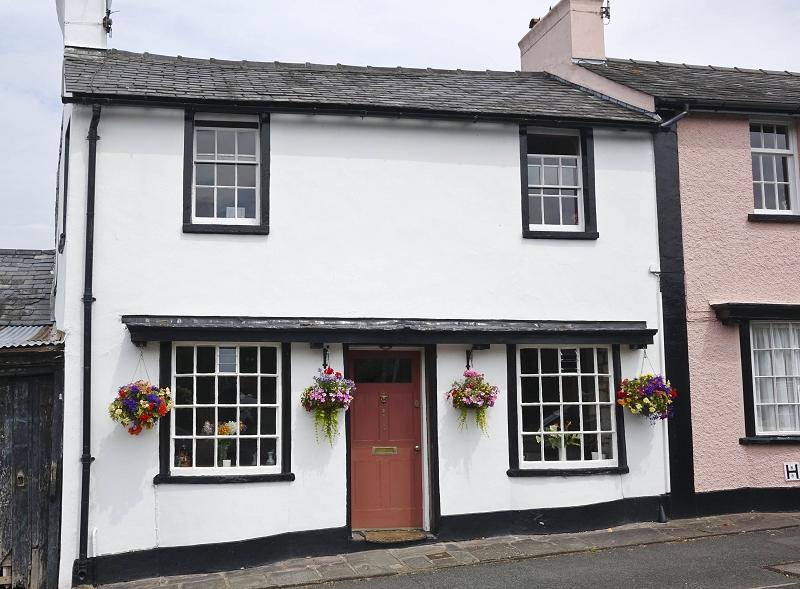 3 Bedrooms End Of Terrace House for sale in Llanbedr Road, Crickhowell, Powys.