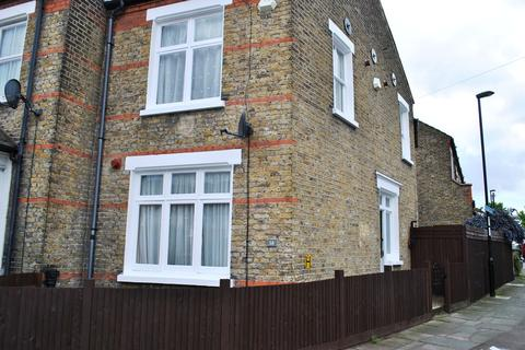 3 bedroom end of terrace house to rent - Burford Road, Catford