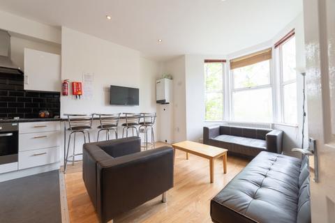 8 bedroom terraced house to rent - **En-Suite rooms** Simonside Terrace, Heaton, Newcastle Upon Tyne