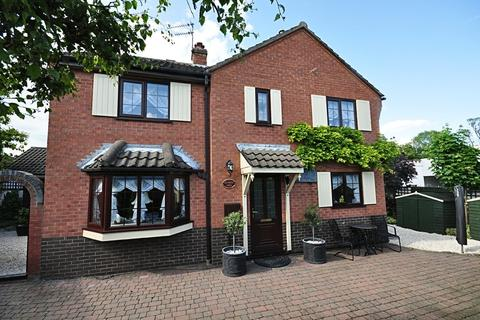 3 bedroom detached house for sale - The Street, Long Stratton