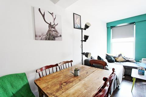 2 bedroom flat for sale - Oakview Apartments, 379a High Road, London, N17