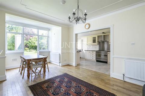 4 bedroom property to rent - Wren Avenue, NW2