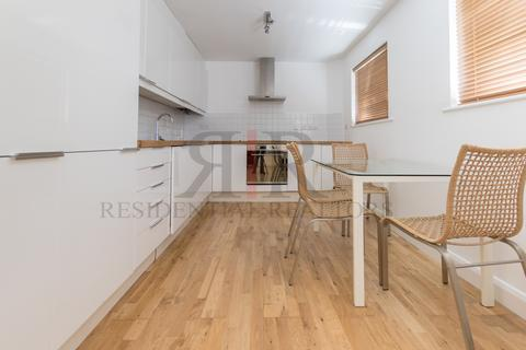 3 bedroom apartment to rent - Rockingham Street, London, SE1