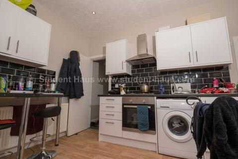 4 bedroom house to rent - Seaford Road, Salford, M6 6DD