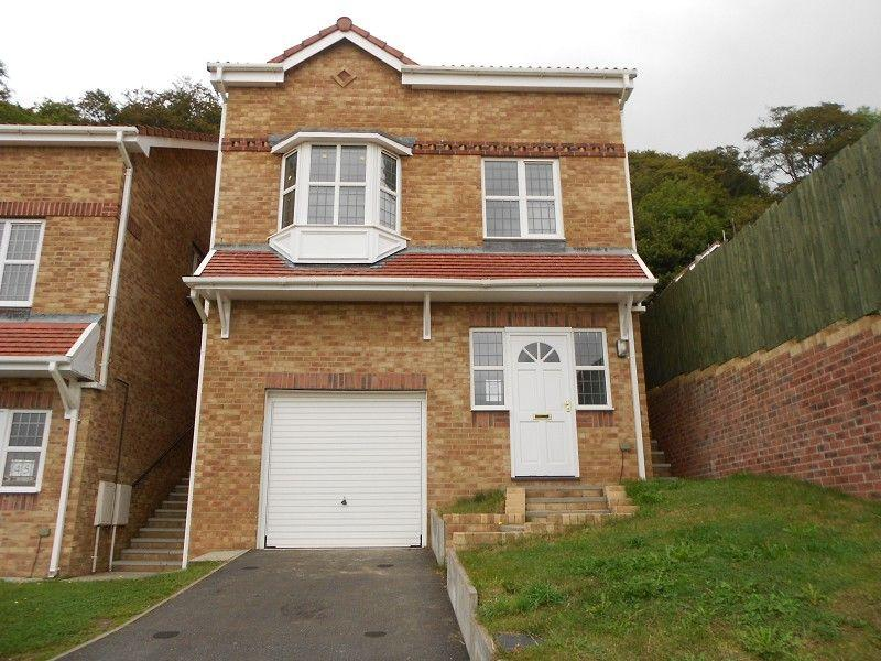 3 Bedrooms Detached House for sale in Cae Canol, Baglan, Port Talbot, Neath Port Talbot.