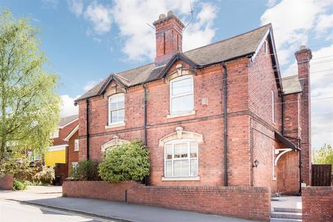3 bedroom semi-detached house for sale - Chawn Hill, Stourbridge, DY9 7JB