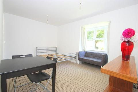 Studio to rent - Clarkes Drive, Uxbridge, Middlesex