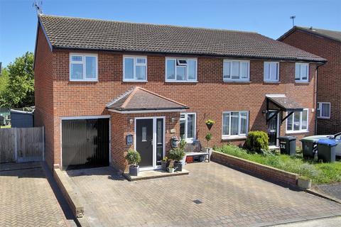 4 bedroom semi-detached house for sale - Barley Close, Herne Bay, Kent