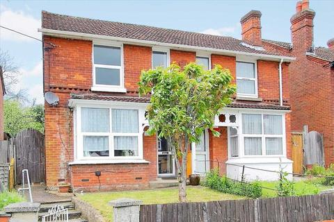 3 bedroom semi-detached house for sale - Charlton Road, Andover