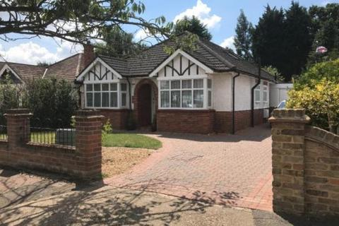 4 bedroom bungalow to rent - The Chase, Ickenham, UB10