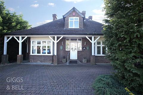 4 bedroom bungalow for sale - Barton Road, Luton, Bedfordshire, LU3