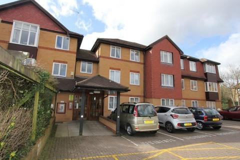 2 bedroom flat for sale - Pembroke Lodge, Du Cros Drive, Stanmore